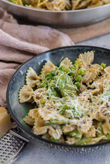 Pasta Nudeln mit Gemüse Erbsen, Zuckerschoten in Frischkäsesauce #pasta #nudeln #vegetarisch #Sauce #gemüse #schnell #einfach